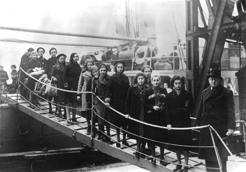 Großbritannien: Kinder polnischer Juden aus dem Gebiet zwischen Deutschland und Polen bei Ihrer Ankunft mit der